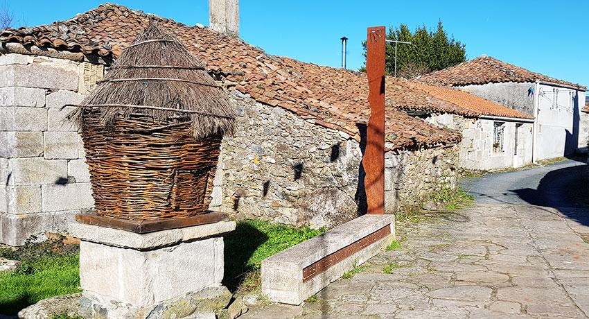typical Galician basket on el Camino