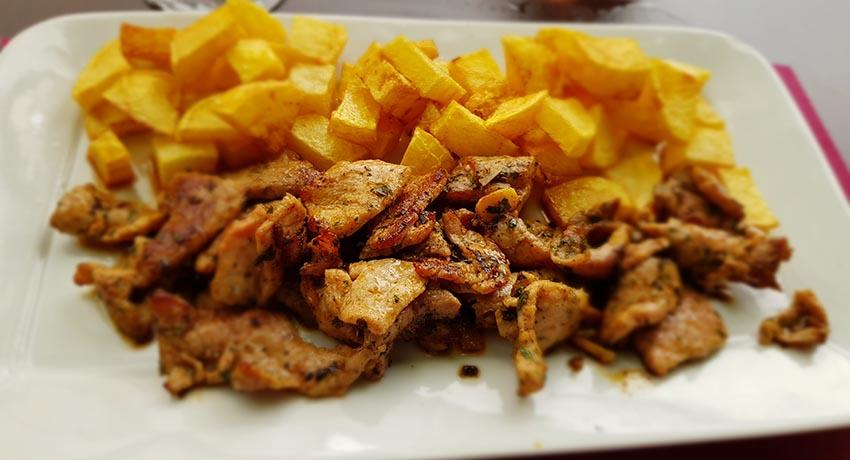 tapa of raxo with fries