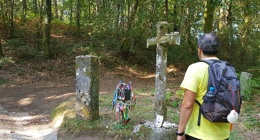 Crosses and mementos along the trail